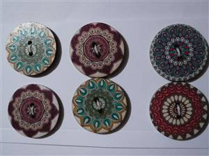 Ethnic buttons 2.5cm x 6