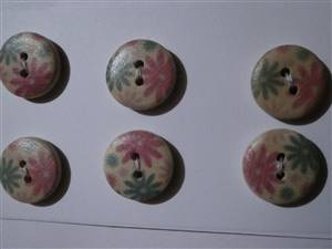 Pink/Green Floral 15mm Wooden Button. set 6